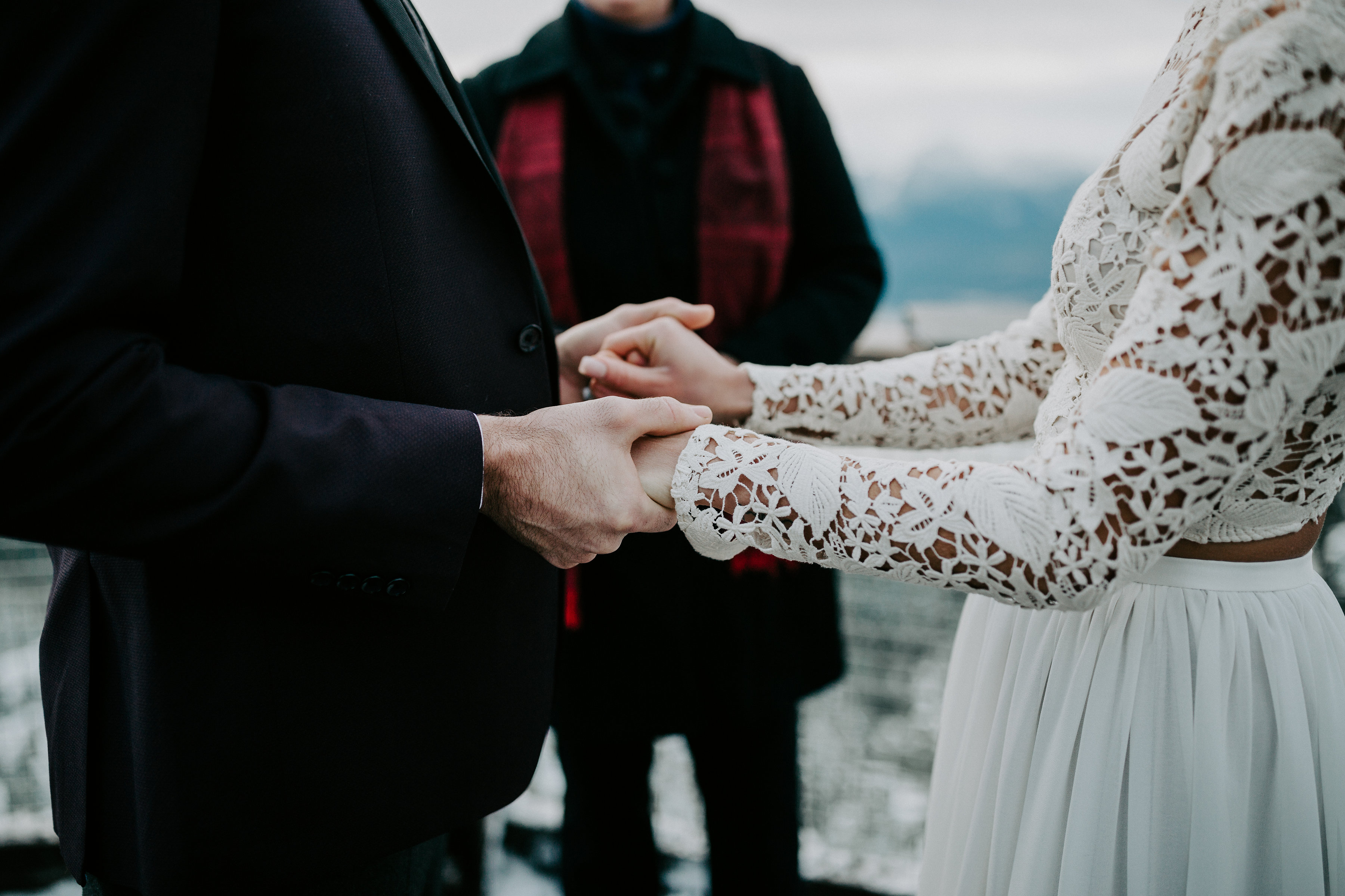 couple exchanging vows at the Sea to Sky gondola