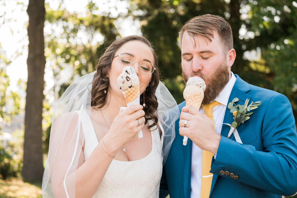 Couple eating ice cream - no wedding regrets about ice cream!