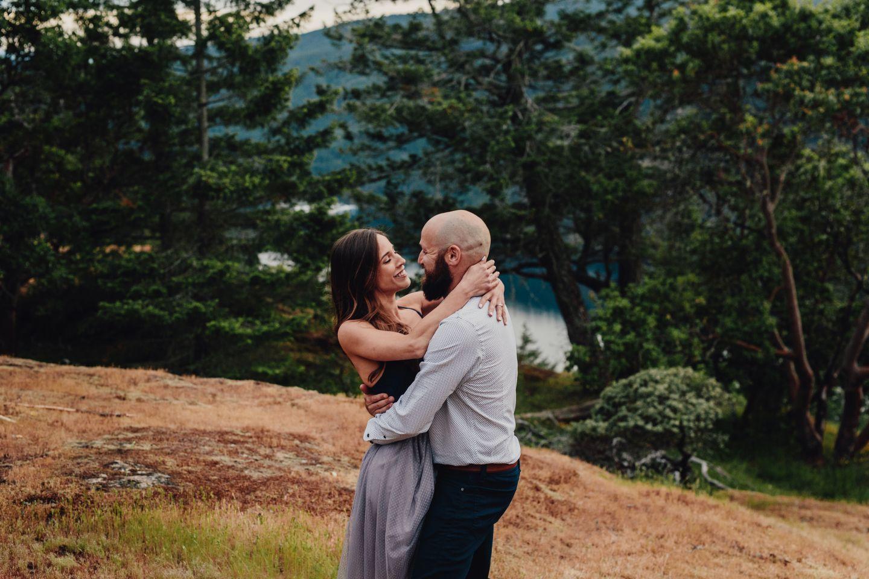 Vancouver Island elopement couple