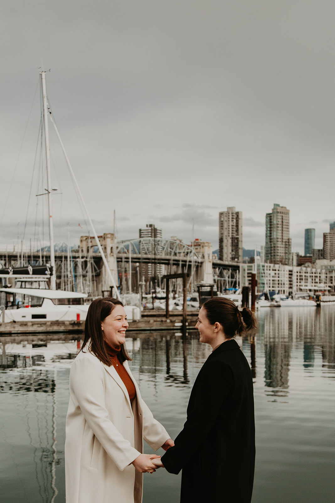 couple exchanging vows on the vancouver seawall