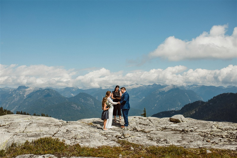 Wedding ceremony on a mountaintop during a helicopter elopement